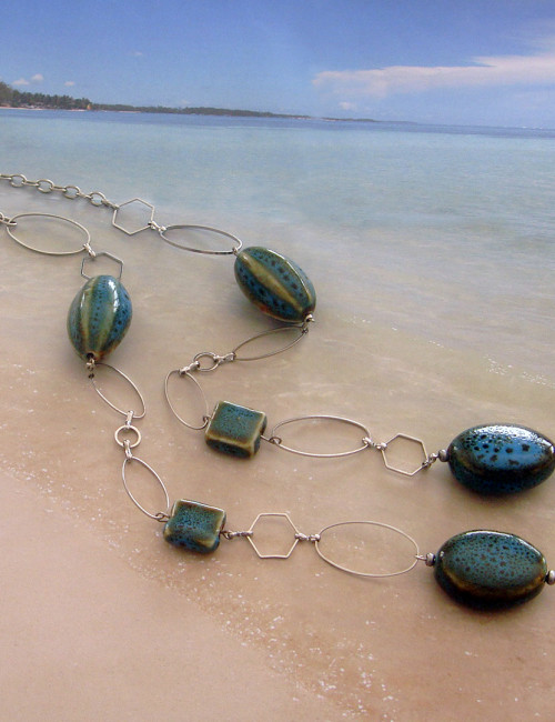 Sautoir with ceramic beads